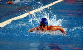 Notable actuación de los nadadores Iker Enbeita e Íñigo Llopis en el estatal escolar de Madrid