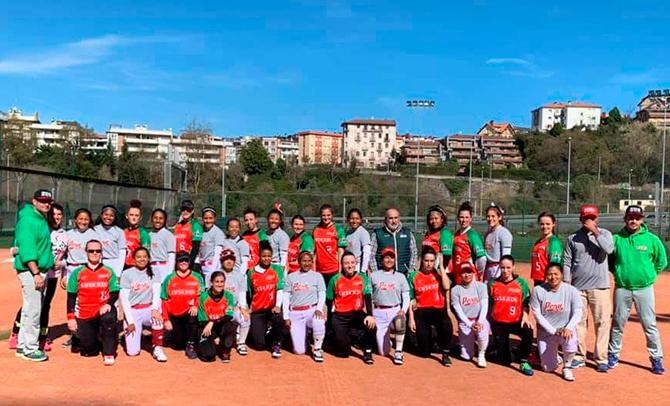 La selección vasca de sofbol jugó en Donostia ante Perú