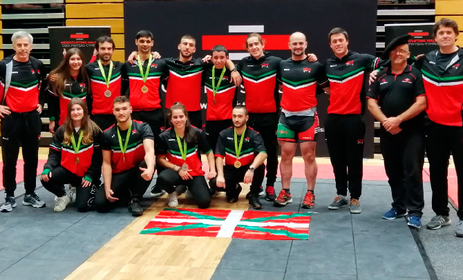 Siete medallas para la selección vasca de halterofilia en Gales