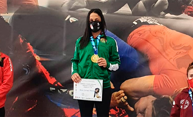La luchadora vizcaína Naiomi Matthews, campeona de España